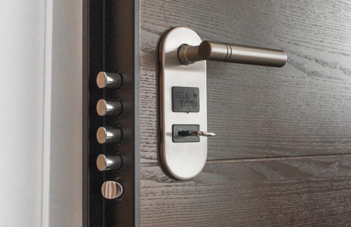 ¡Que nadie entre sin permiso!: Cómo blindar las puertas
